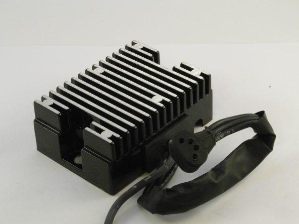 Spanningsregelaar 4 pen / Voltage regulator 4 pin '70-'75